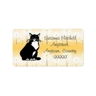 Gato confiado etiquetas de dirección