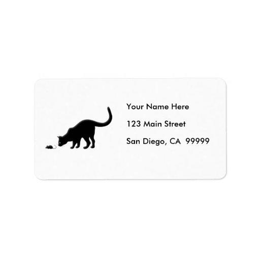 Gato curioso con el ratón etiquetas de dirección