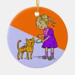 Gato de alimentación del chica ornamento para arbol de navidad