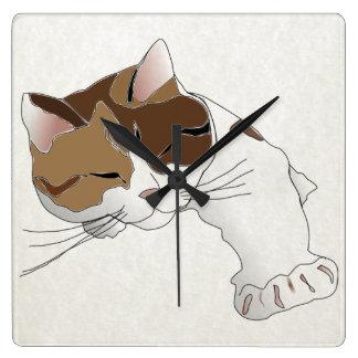 gato de calicó soñoliento reloj cuadrado