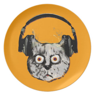 gato de DJ de la música con el auricular Platos
