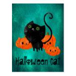 Gato de Halloween con las calabazas Tarjetas Postales