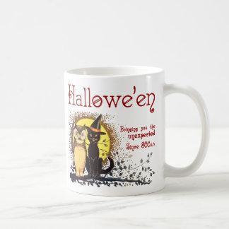 Gato de Halloween del vintage y taza de café del b