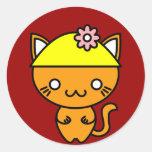 Gato de Kawaii en un gorra Etiqueta Redonda