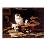 Gato de los gatitos que juega con lindo travieso d tarjetas postales
