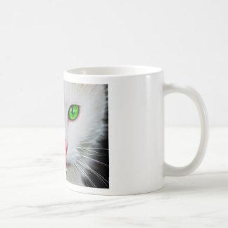 Gato de los ojos verdes taza de café
