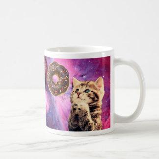 Gato de rogación del buñuelo taza de café