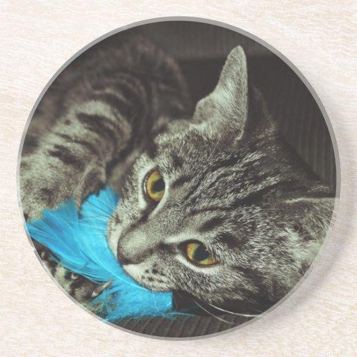 Gato de Tabby con la pluma Posavasos Manualidades