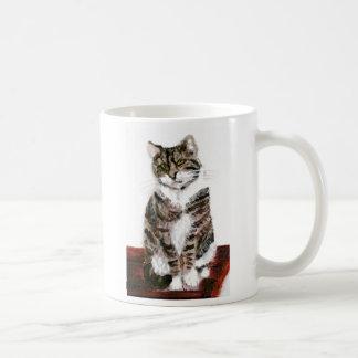 Gato de Tabby lindo Taza Clásica