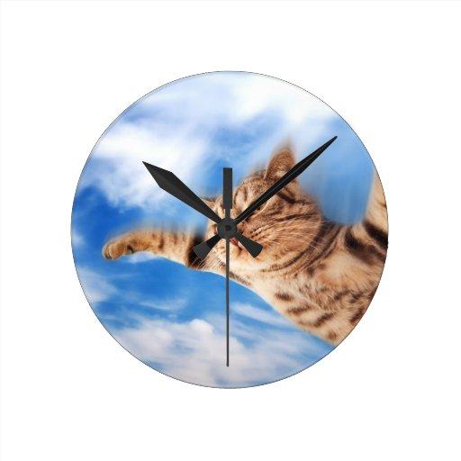 gato de vuelo reloj redondo mediano