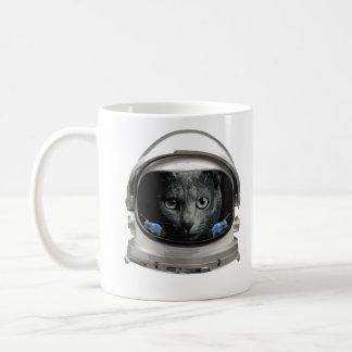 Gato del astronauta del casco de espacio taza clásica