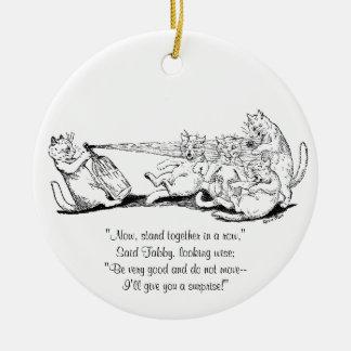Gato del bromista con el sifón de la soda adornos de navidad