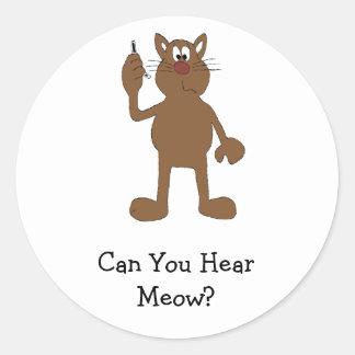 Gato del dibujo animado con el teléfono celular pegatina redonda