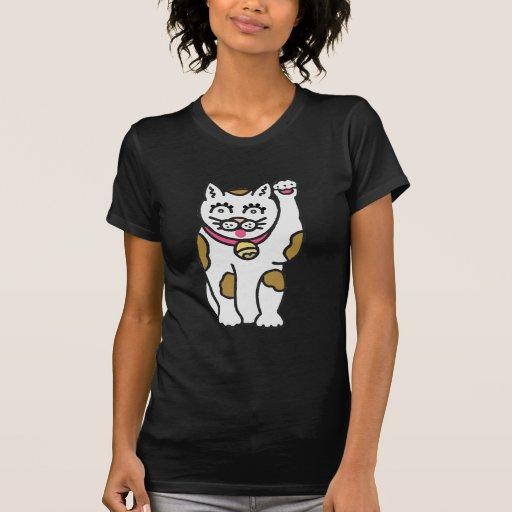Gato del dibujo animado que agita su pata camiseta