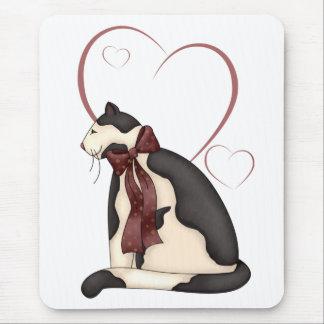 Gato del gatito con la imagen de los corazones mouse pad