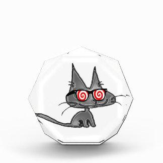 Gato del gatito con los vidrios de Hypno