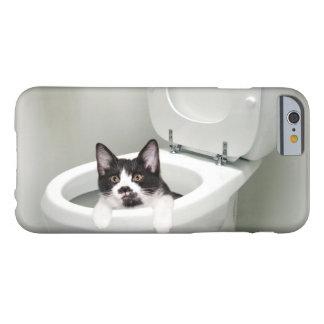 Gato del gatito en retrete funda de iPhone 6 barely there