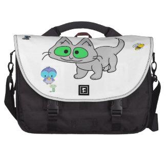 Gato del gatito que disfruta de la naturaleza bolsas de ordenador
