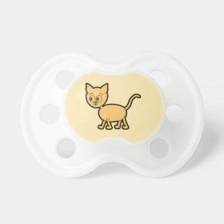 Gato del jengibre con los ojos ambarinos del color chupete de bebé