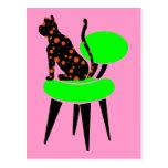 Gato del lunar en la silla - arte pop abstracto postal