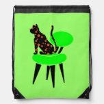 Gato del lunar en verde de la silla mochilas