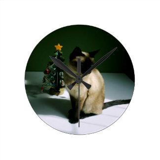 Gato del navidad reloj redondo mediano