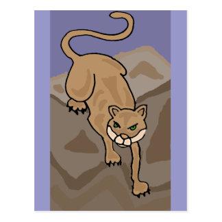 Gato del puma en el arte de las montañas postal