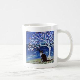 Gato del smoking y árbol de la vida taza de café