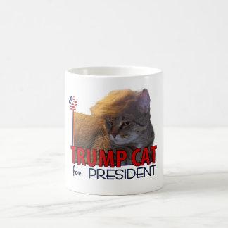 ¡Gato del triunfo para el presidente! Taza Básica Blanca