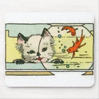 Gato del vintage con el cuenco de los pescados alfombrillas de raton