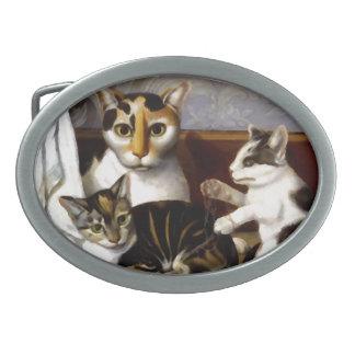 Gato del vintage con los gatitos hebillas de cinturon