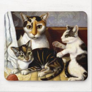 Gato del vintage con los gatitos tapetes de ratones
