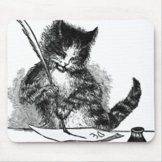 Gato del vintage que escribe una letra tapetes de ratones