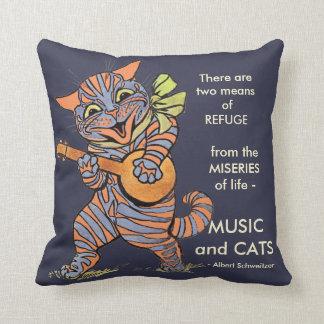 Gato del vintage que juega cita de la música del cojín