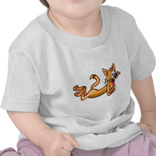 Gato divertido juguetón del dibujo animado camisetas