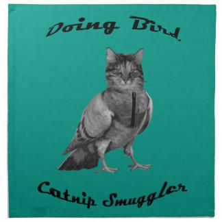 gato divertido que hace el pájaro servilleta imprimida
