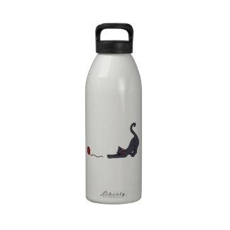 Gato e hilado botella de agua