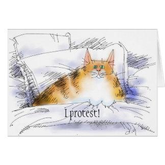 gato en cama en protesta tarjeton