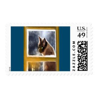 Gato en el invierno de la ventana sellos postales