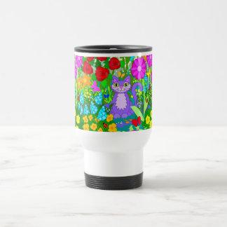 Gato en flores coloridas de la fantasía de las taza térmica
