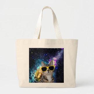 Gato en la bolsa de asas del espacio exterior