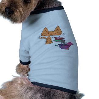 Gato en la caja camisetas de mascota