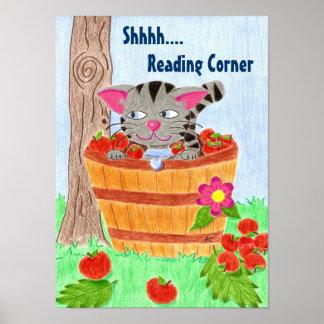 Gato en la cesta de la manzana, leyendo el poster