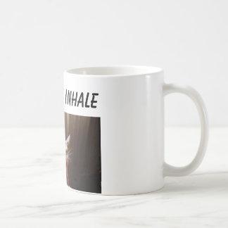 gato en la taza del coffie