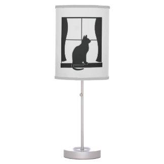 Gato en la ventana en silueta lámpara de mesilla de noche