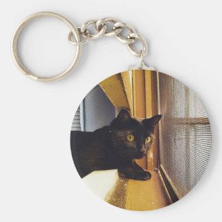 Gato en la ventana llavero redondo tipo pin