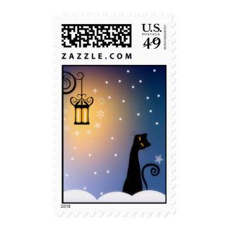 Gato en sello de la noche del invierno