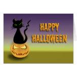 Gato en tarjeta del feliz Halloween de la calabaza
