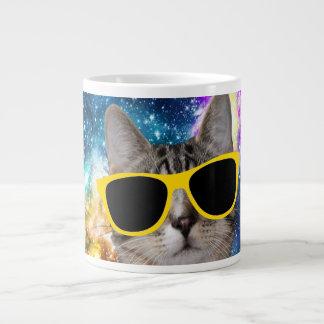 Gato en taza del espacio exterior taza grande