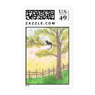 Gato en un sello del árbol